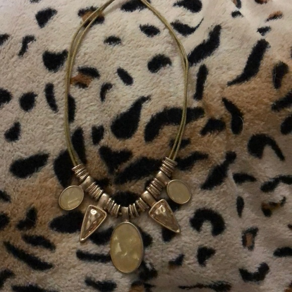 Jewelry - Gold color necklace